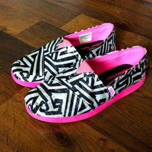 Bobs Skechers Big Girls Size 2 zebra slip on shoes